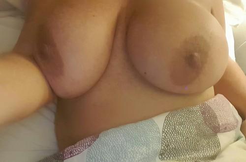 bröstknull stora tuttar