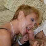 En mogen kvinnas avsugning