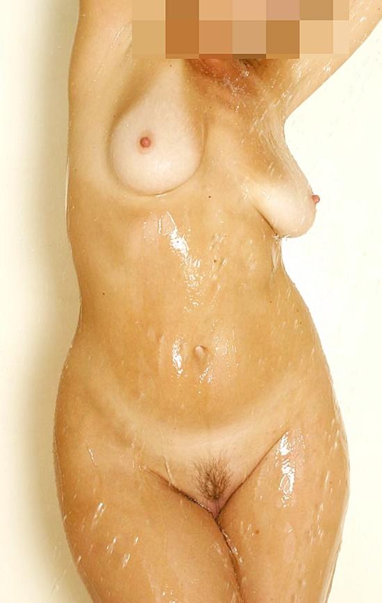 Bella blir kåt i duschen